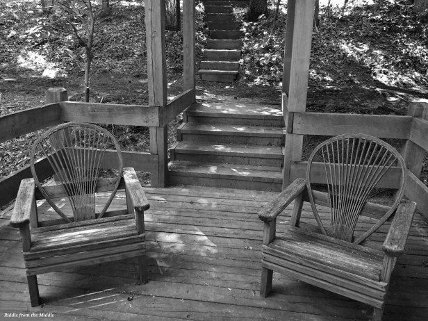 bw-chairs-at-chapel
