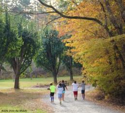 kids-on-gravel-road